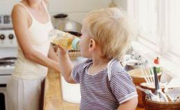Пока мама готовит: чем занять ребенка на кухне