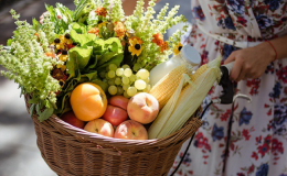 Арбуз, дыня, виноград, персики: что можно беременным?