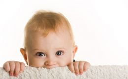 Безопасность: что и куда ребенок засовывает