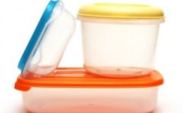 Выкидыш провоцируют пластиковые контейнеры и бутылки