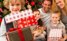 Как научить ребенка дарить подарки и принимать их