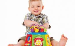 Воспитание детей: что делать, если малыш ломает игрушки