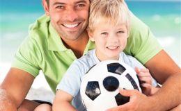Если папа — болельщик… 10 декабря поздравьте с Днем футбола