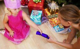 Новогодний подарок для ребенка: как не прогадать с выбором и оригинально вручить?