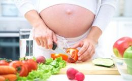 Новогодний стол для будущей мамы: что исключить из меню?