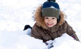 Зимние прогулки в мороз с ребенком: советы педиатров