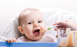 Как узнать, готов ли малыш к введению прикорма?