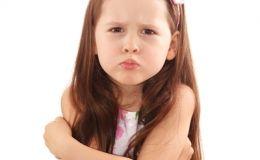 Что делать, если ребенок требует внимания плохим поведением?