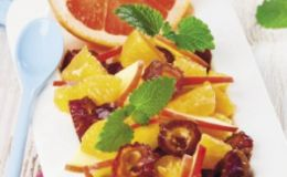 Экзотический фитнес-салат с зимними фруктами