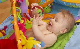 Игрушки для новорожденных: правила выбора