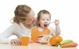 Еще одну ложечку: 4 стандартных ошибки в детском питании
