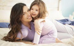 Гипер привязанность к маме: чем она вызвана у ребенка?