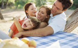 Ученые рассказали, сколько времени работающие родители проводят с детьми