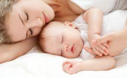 Чем полезен совместный сон с младенцем?
