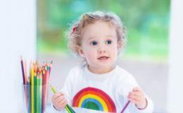 Ребенок рисует на обоях — поощряйте творческие порывы малыша!