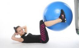 Упражнения на фитболе. Топ-4