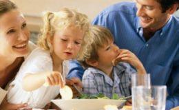 Диетологи: присутствие родителей отражается на питании детей