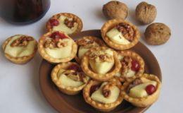 Десерт в тарталетках «Камамбер с клюквой и орехами» от нашей читательницы из г. Запорожье
