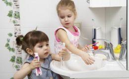 Кариес молочных зубов: лечить или нет? Советы стоматолога