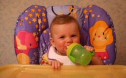 Какие соки давать младенцу? Советы диетолога