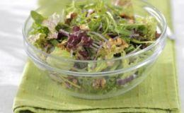 Легкий перекус: зеленый салат с брынзой