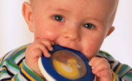 Прорезывание первых молочных зубов — как помочь крохе?