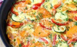 Овощная сковородка с яичницей: идея для ужина