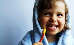 Как выбрать зубную пасту для ребенка: что написано на упаковке