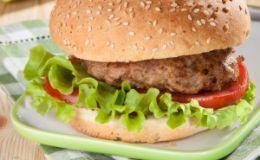 Ученые рассказали почему людей тянет есть калорийную пищу