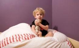 Что делать, если ребенок боится засыпать в темноте?