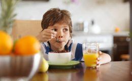 Частые запоры у ребенка: какая еда поможет решить проблему