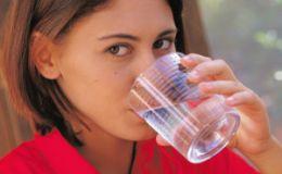 Сколько жидкости нужно выпивать кормящей маме зимой?