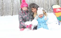 Зимняя прогулка с ребенком: опасные реакции на холод