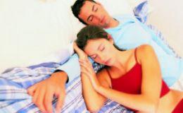Ученые: объятия во время сна укрепляют отношения в паре