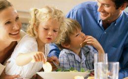 Ребенок постоянно отказывается от еды: как накормить