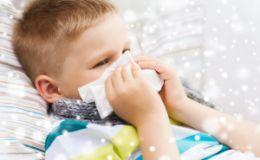 Насморк у ребенка — причины и лечение