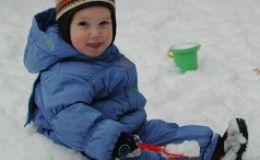 Ребенок упал, что делать, когда обращаться к врачу?