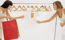 Ученые: в период овуляции женщин тянет на шопинг