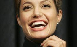 Анджелина Джоли отложила лечение из-за усыновления ребенка
