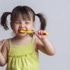 Как научить ребенка чистить зубы: топ-5 обучающих мультфильмов