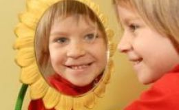 Ученые рассказали, в каком возрасте дети узнают себя в зеркале