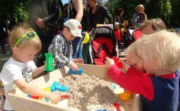 Кинетический песок для детских игр: чем он отличается от обычного?