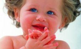Развитие ребенка до года — комплекс оживления младенца