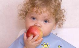 Первые прикормы — когда можно давать  ребенку фрукты?