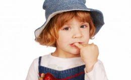 Ребенок грызет ногти: как избавиться от вредной привычки