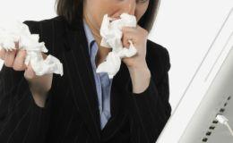Чем опасно переносить простуду «на ногах»