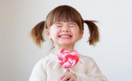 Почему молочные зубы растут криво?