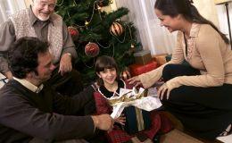Новогодние игры и конкурсы для всей семьи: будет весело!