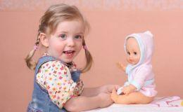 Детские праздничные прически: 2 варианта венка из кос