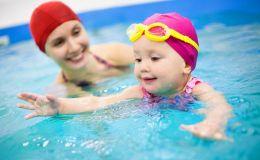 Бассейн: польза занятий с раннего детства